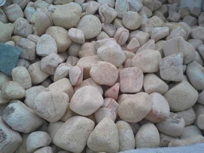 jasne kamienie okragle