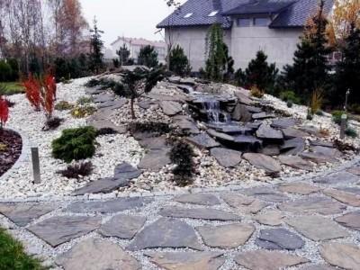 ozdobne miejsce z kamieni