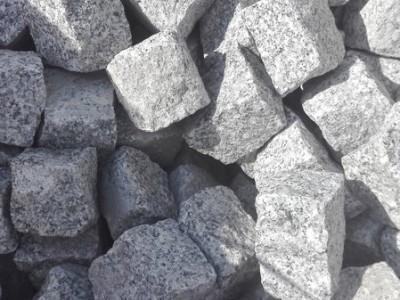 szare kamienie do wykladania